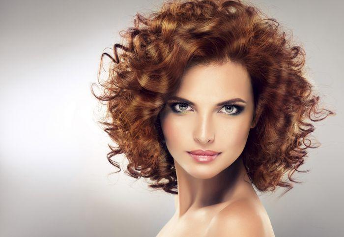Локоны с челкой на средние волосы: фото накрученных кудрей с прямой челкой, а также способы закручивания волос средней длины