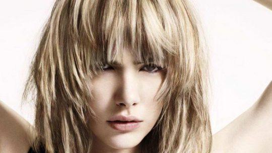 Стрижки на средние волосы: 50 фото, ТОП-варианты